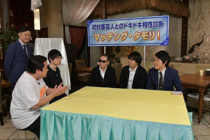 「タモリ倶楽部」に出演する(左から)野上慎平アナ、空気階段、タモリ、宮下草薙。(c)テレビ朝日