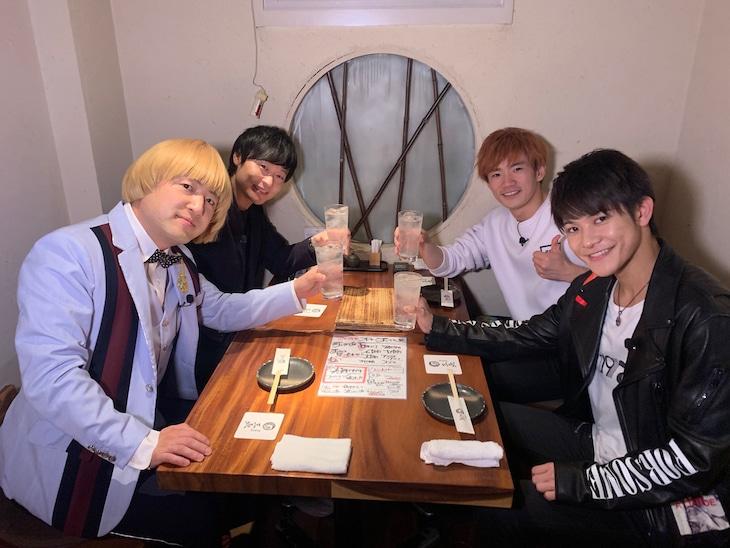 和牛とTHE RAMPAGE from EXILE TRIBEの岩谷翔吾、浦川翔平。(c)関西テレビ