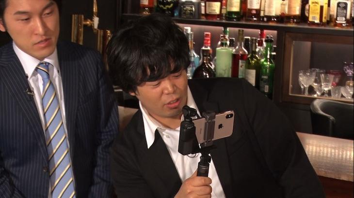 """小型カメラを持って""""USHIROSUGATA美女""""に接近する宮下草薙・草薙。"""
