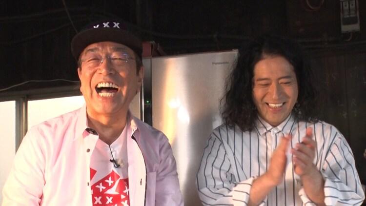 「志村けん聞録」に出演した(左から)志村けんとピース又吉。(c)テレビ朝日