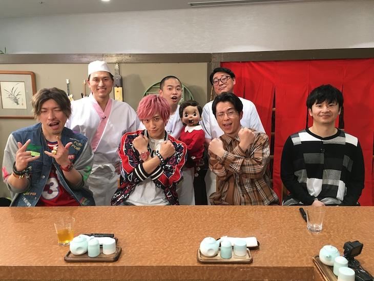 ゲストのEXITとオリエンタルラジオ藤森(前列左から)。
