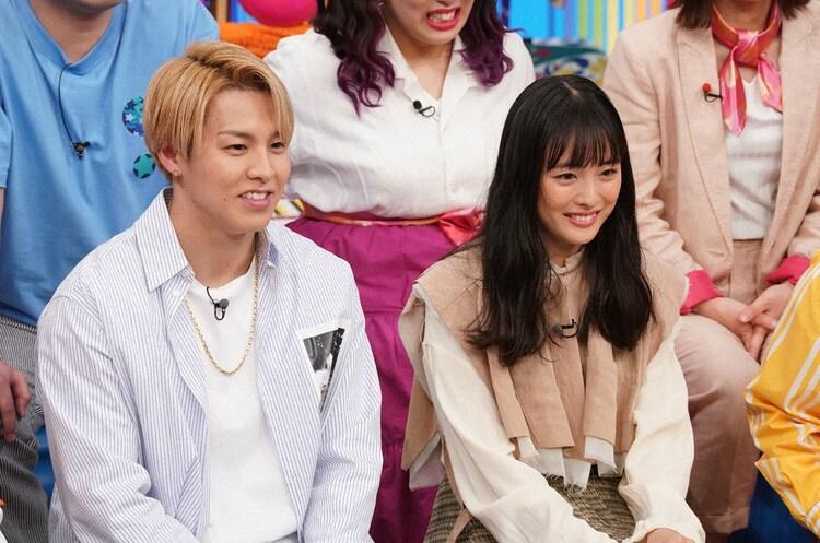 左からRIKU、大友花恋。(c)日本テレビ