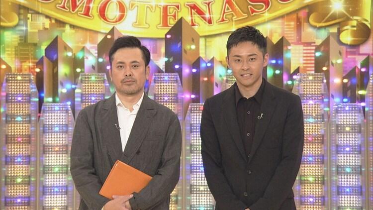 左から、有田P(くりぃむしちゅー有田)とゲストの北島康介。(c)NHK