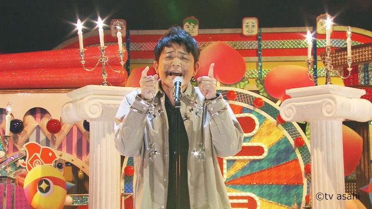 DVD「テレビ千鳥」より「Lemon」を歌うノブ。