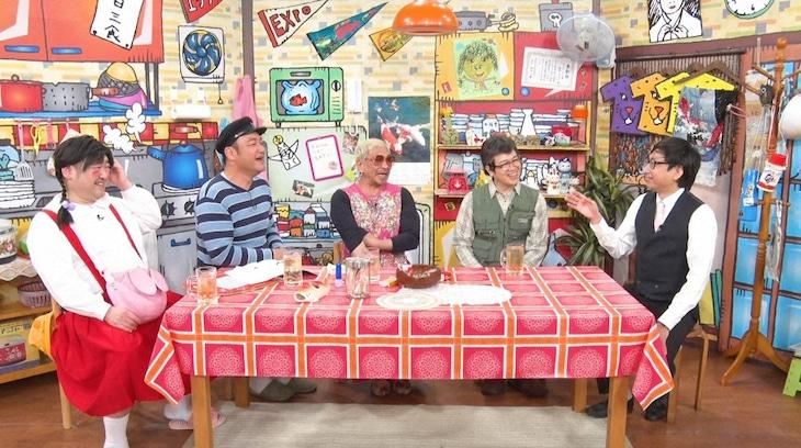 おいでやす小田(右端)がゲスト出演する「松本家の休日」のワンシーン。(c)ABCテレビ