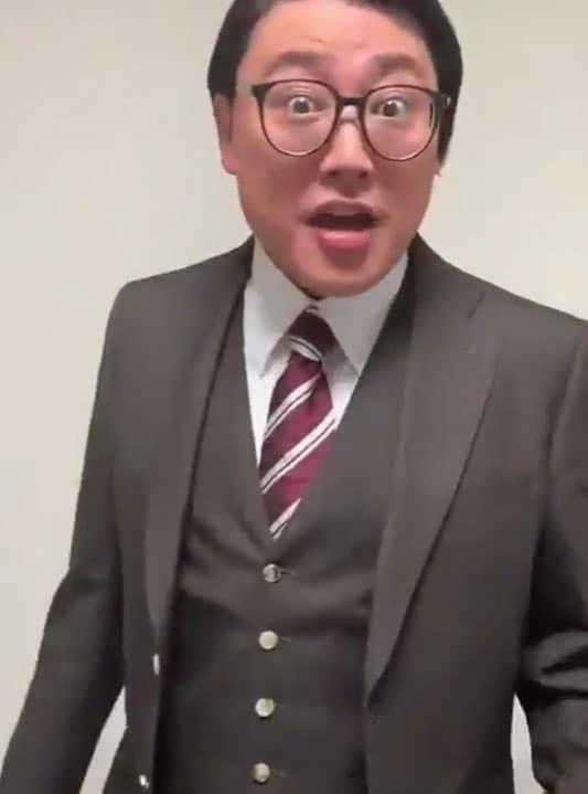 100本目の「チェだぜ!!」を披露するゾフィー・サイトウ。
