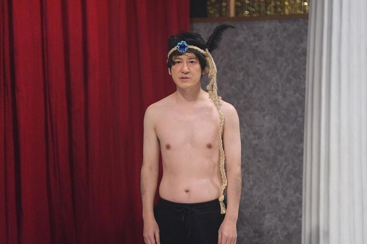 ココリコ田中扮するダンサー・タクヤシモムラ。(c)NHK