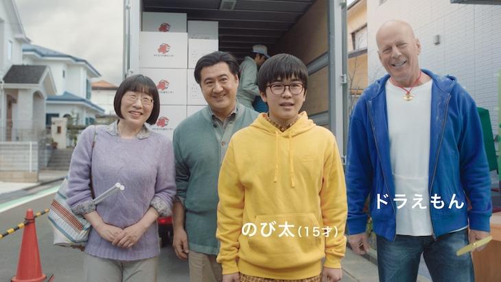「のび太登場」編に出演する阿佐ヶ谷姉妹・江里子(左端)。
