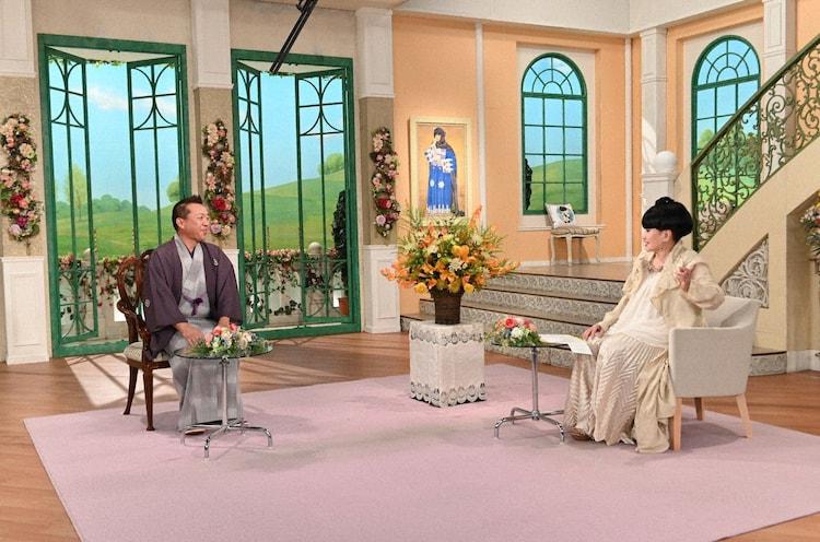 (左から)林家たい平、黒柳徹子。(c)テレビ朝日