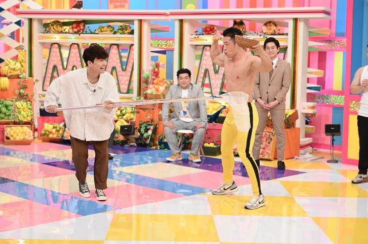 「バナナサンド」初回にゲスト出演する星野源(左)、なかやまきんに君ら。(c)TBS