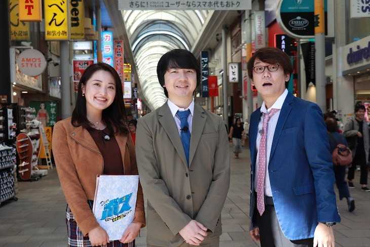 左から西口真央アナウンサー、三四郎。(c)広島テレビ