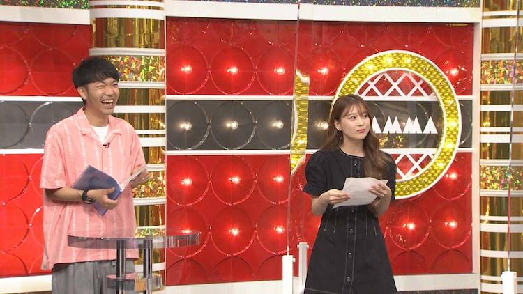 ゲーム企画のMCを務めるアキナ秋山(左)と、明石家メンバーをランク付けする重盛さと美(右)。(c)MBS