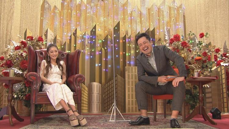 池田美優(左)とくりぃむしちゅー有田(右)。(c)NHK