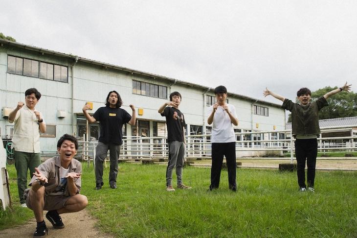 「なるみ・岡村の過ぎるTV」に出演する(左から)ネイビーズアフロ、見取り図、さや香。(c)ABCテレビ