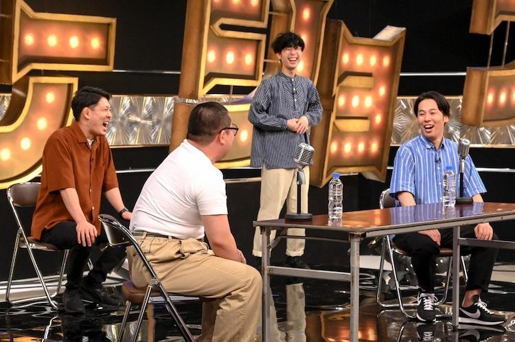 「有田ジェネレーション」に出演するネルソンズ、フランスピアノなかがわ(後方)。(c)TBS