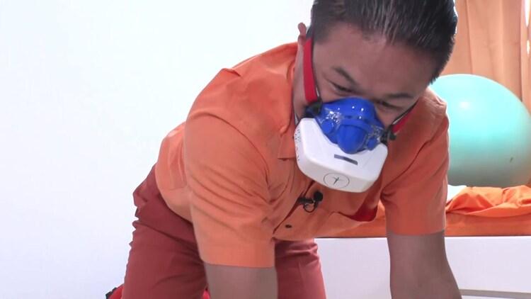 高性能マスクを使って生活するティモンディ高岸。