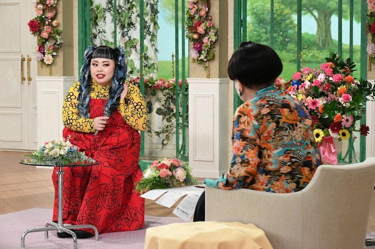 (左から)渡辺直美、黒柳徹子。 (c)テレビ朝日