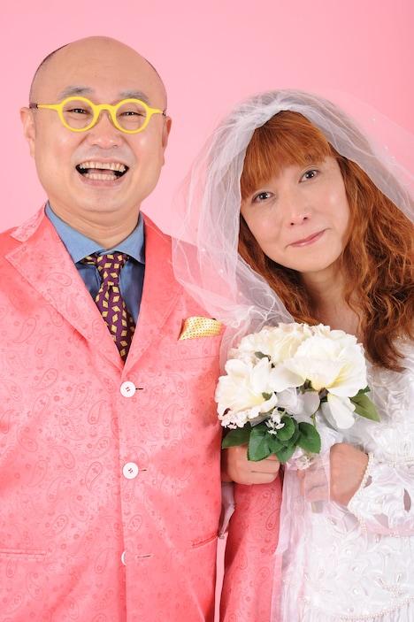 ユリオカ超特Q(左)とタブレット純(右)。写真:武田仁(マルベル堂)