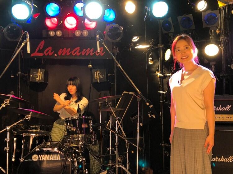 あいみょん(左)と水卜麻美アナウンサー(右)。(c)日本テレビ