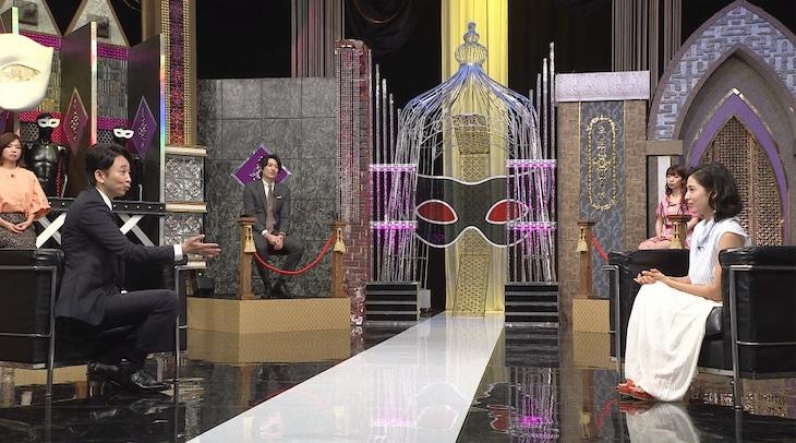 左から有吉弘行、本仮屋リイナ。(c)日本テレビ