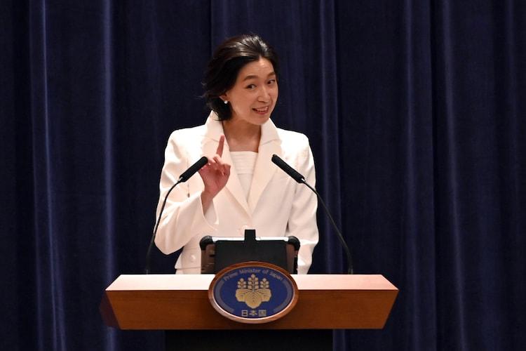 国土交通大臣・白井亜希子を演じる江口のりこ。(c)TBS