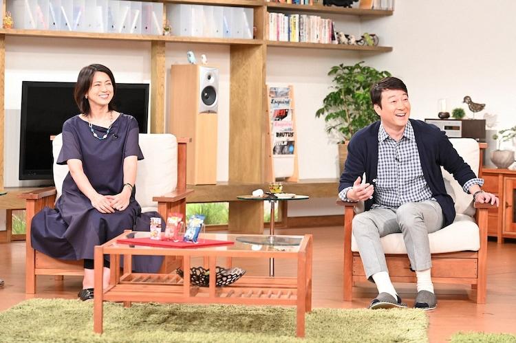 (左から)進藤晶子、加藤浩次。(c)TBS