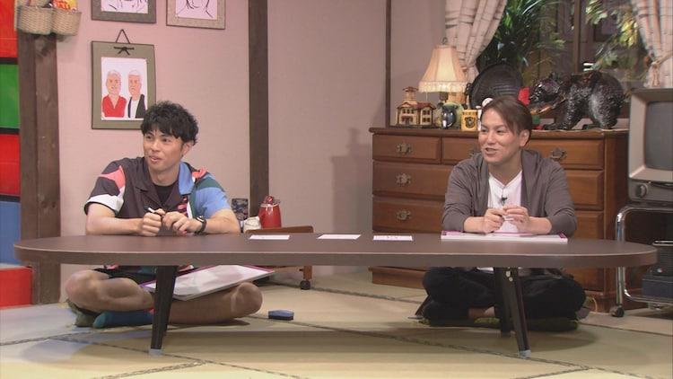 (左から)小島よしお、狩野英孝。(c)HBC
