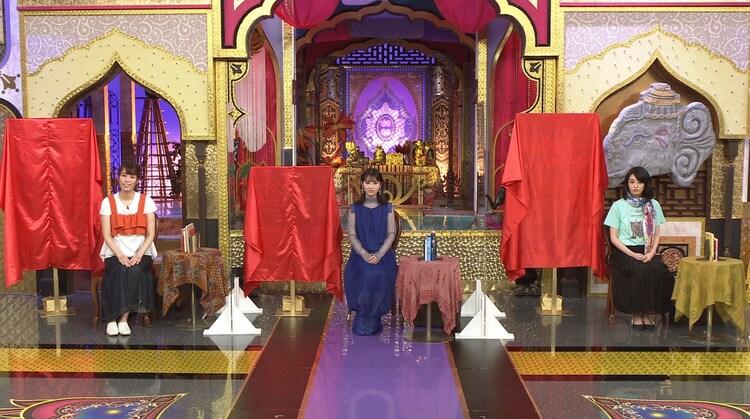 左から紺野ぶるま、浜辺美波、小松美羽。(c)日本テレビ