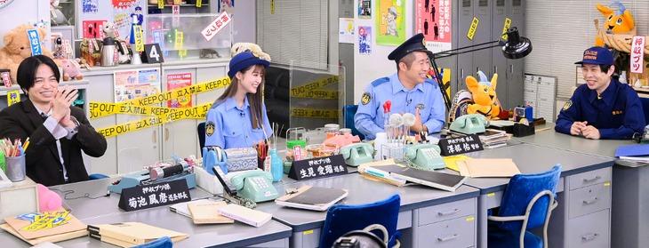 「こちら!押収ブツ係」に出演する(左から)菊池風磨、生見愛瑠、ハライチ。(c)TBS