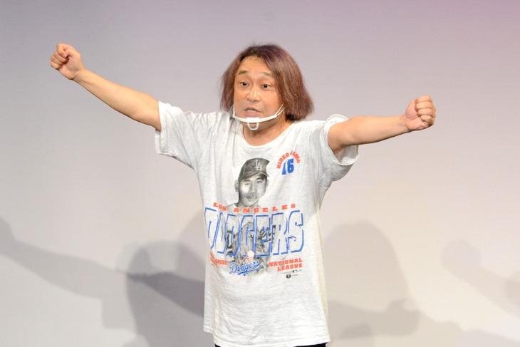 「ノーセンスユニークボケ王決定戦」で優勝した永野。