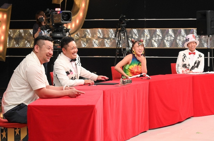 「有田ジェネレーション」に出演する(左から)ケンドーコバヤシ、くりぃむしちゅー有田、フワちゃん、バイきんぐ小峠。(c)TBS