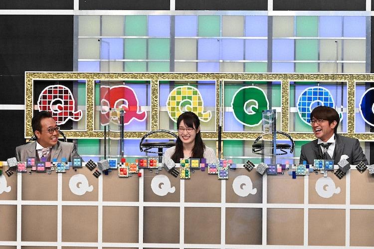 さまぁ~ずと高山一実(中央)。(c)テレビ朝日
