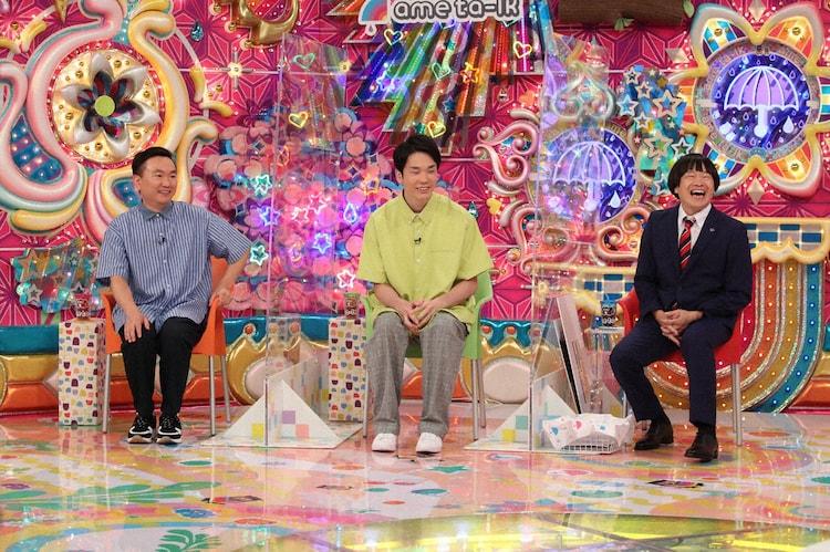 (左から)かまいたち、蛍原徹。(c)テレビ朝日
