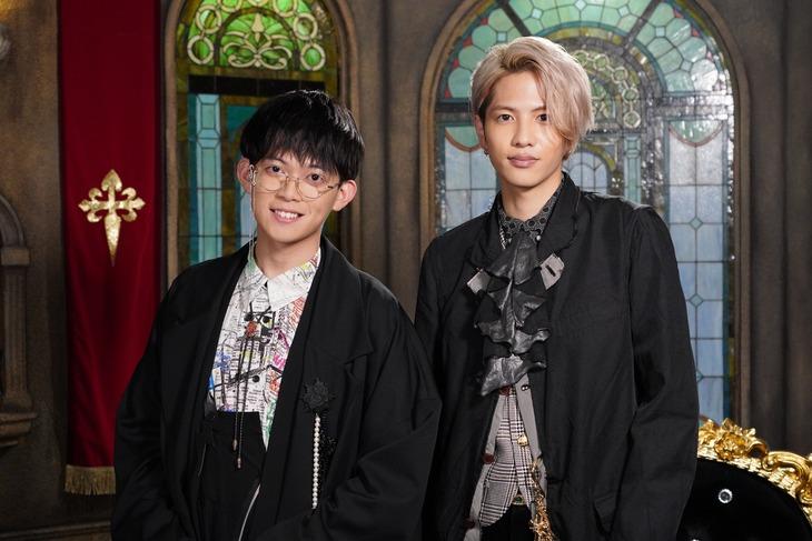 左から松丸亮吾、志尊淳。(c)日本テレビ