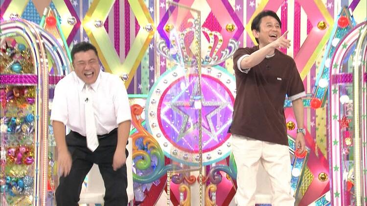 (左から)アンタッチャブル山崎、有吉弘行。(c)テレビ朝日