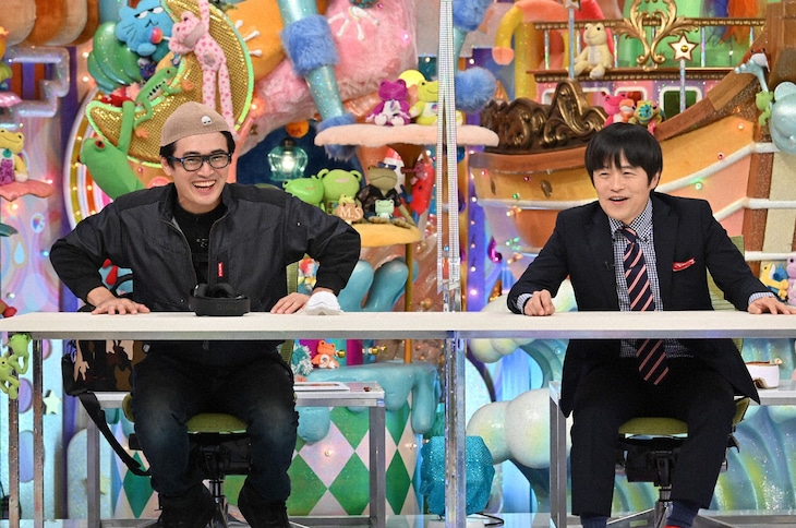 「アメトーーク!」に「ついついネットで買っちゃう芸人」として出演する(左から)劇団ひとり、バカリズム。(c)テレビ朝日