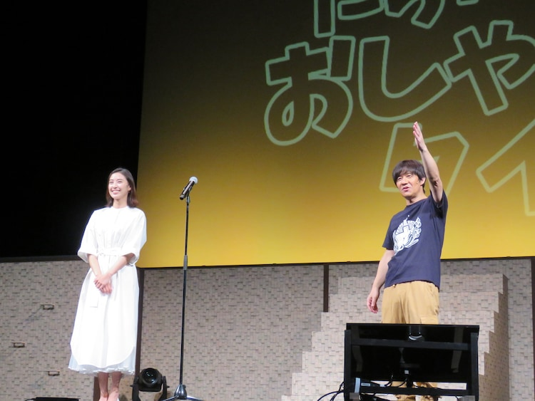 「内村文化祭 '20 配信」の通しリハーサルに臨む(左から)岡本あずさ、内村光良。