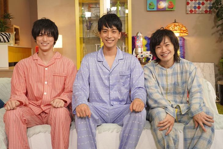 左から眞嶋秀斗、黒羽麻璃央、鳥越裕貴。