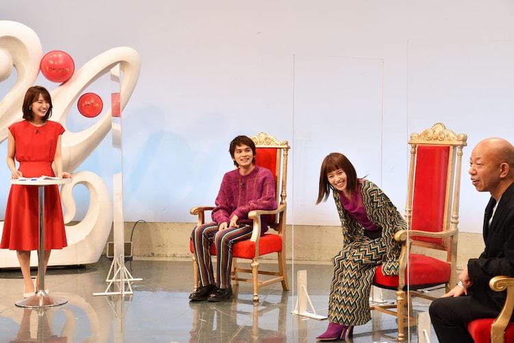 「水曜!NEXT『テレビで見せれるMAXさん』」に出演する(左から)井上清華アナ、北村匠海、山本舞香、バイきんぐ小峠。(c)フジテレビ