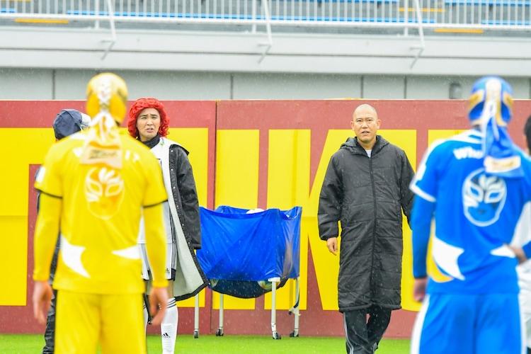 (後方左から)アイデンティティ田島、コロコロチキチキペッパーズ・ナダル。(c)TBS