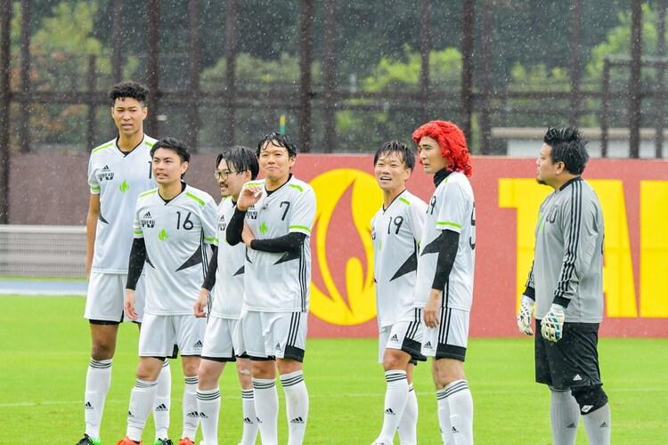 「お笑い第7世代軍」の(左から)ジュビレッチェ、オズワルド伊藤、ミキ亜生、放課後ハートビート松下、アイデンティティ田島、大自然ロジャー。(c)TBS
