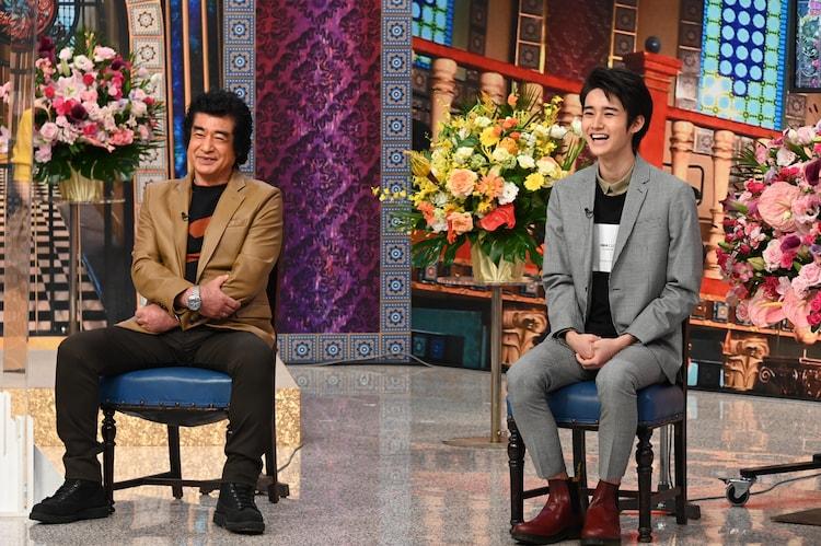 藤岡弘、(左)と藤岡真威人(右)。(c)日本テレビ
