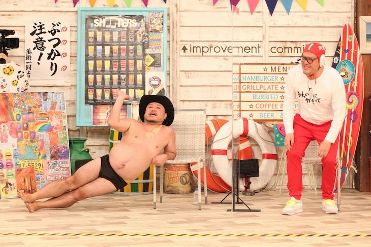 「さんまのお笑い向上委員会」に出演する(左から)ハリウッドザコシショウ、野性爆弾くっきー!。(c)フジテレビ