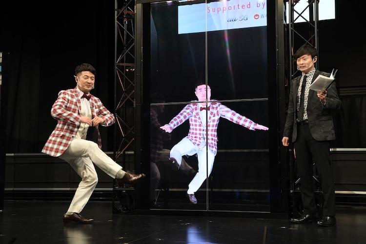 3Dモデル化した自分と同じ動きをする和牛・水田(左)。
