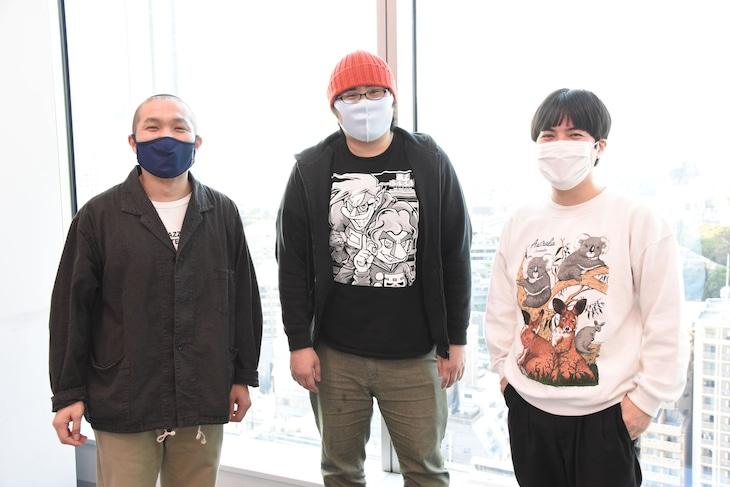 左からラブレターズ塚本、板川侑右プロデューサー、ラブレターズ溜口。