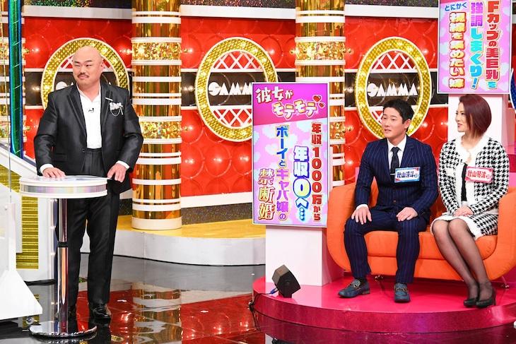 キャバクラ漫談を披露する安田大サーカス・クロちゃん(左)。