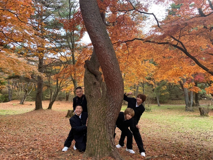 チョコレートプラネットとHey! Say! JUMPの八乙女光、有岡大貴による「男だらけの修学旅行」の様子。(c)日本テレビ
