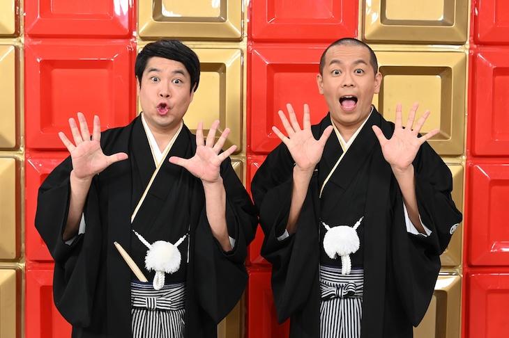 「日本で一番早いお笑いバトル!フットンダ王決定戦2021」MCのタカアンドトシ。(c)中京テレビ