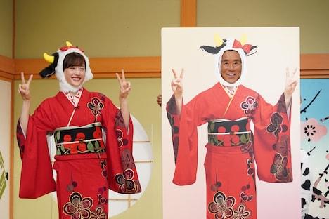 左から綾瀬はるか、三遊亭円楽。(c)日本テレビ
