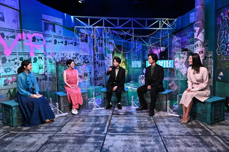 (左から)上村彩子アナ、ホラン千秋、有吉弘行、桐谷健太、すみれ。(c)TBS